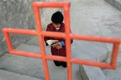 Cruz que havia sido 'confiscada' retorna à igreja evangélica na China: 'Deus devolveu'