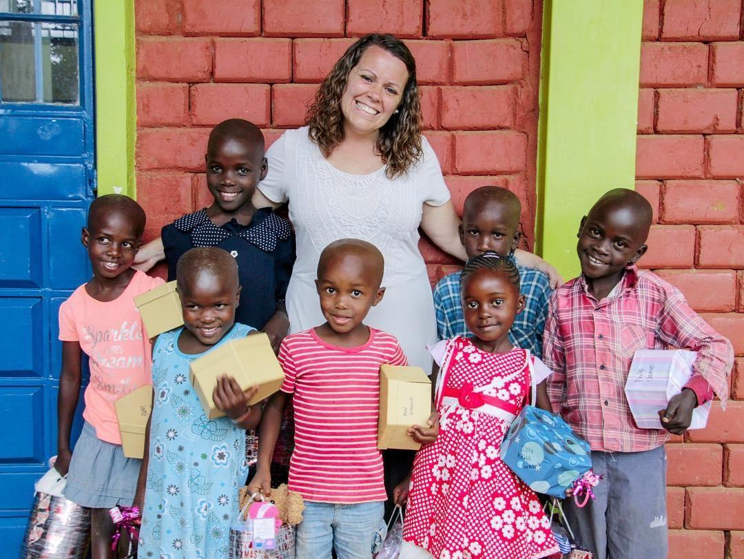 Abusada em viagem missionária, jovem cria ONG para resgatar crianças da exploração sexual