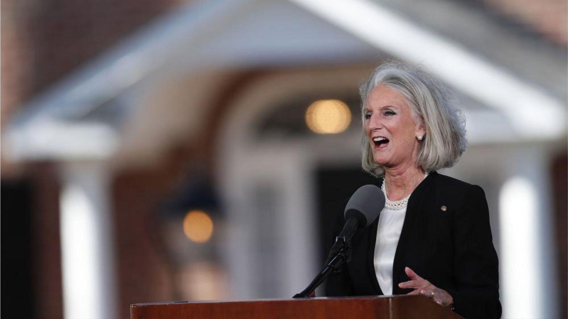 Neto de Billy Graham deixa UTI e mãe celebra: