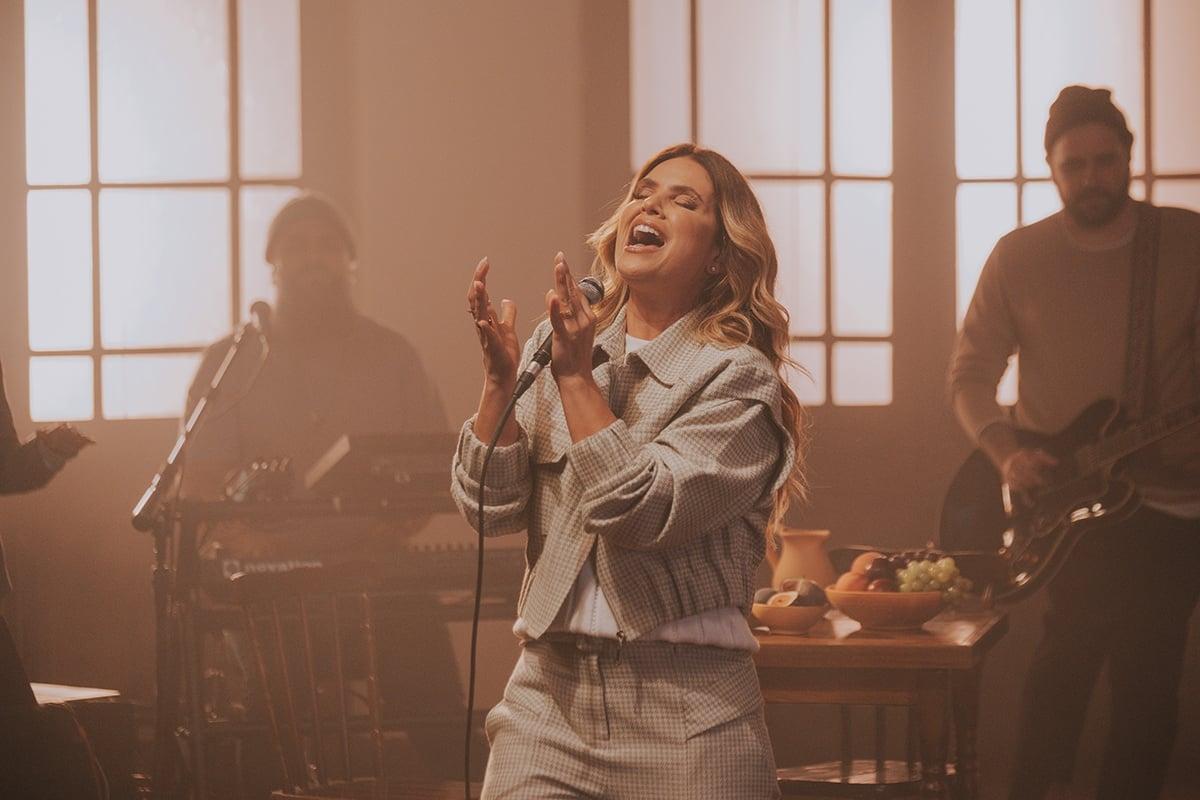 """""""Imensurável"""" é o novo single de Aline Barros"""