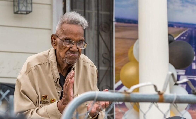 Veterano da 2ª Guerra faz 112 anos e aconselha: 'Sirva a Deus e seja bom com as pessoas'