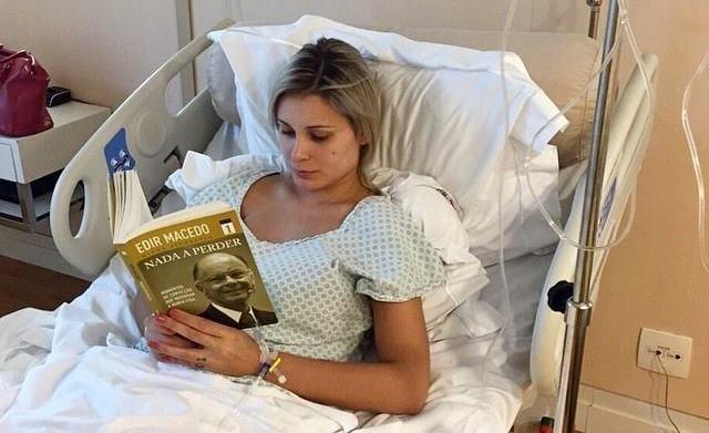 """Andressa Urach se recupera de cirurgia, mas desabafa: """"Quero tirar tudo. Não aguento mais sofrer"""""""