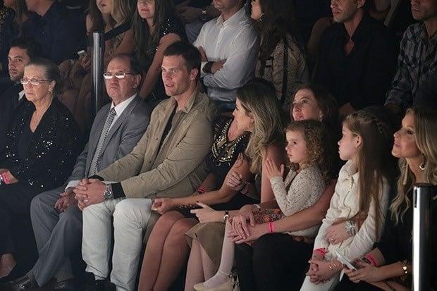 Família de Gisele acompanha o último desfile da modelo