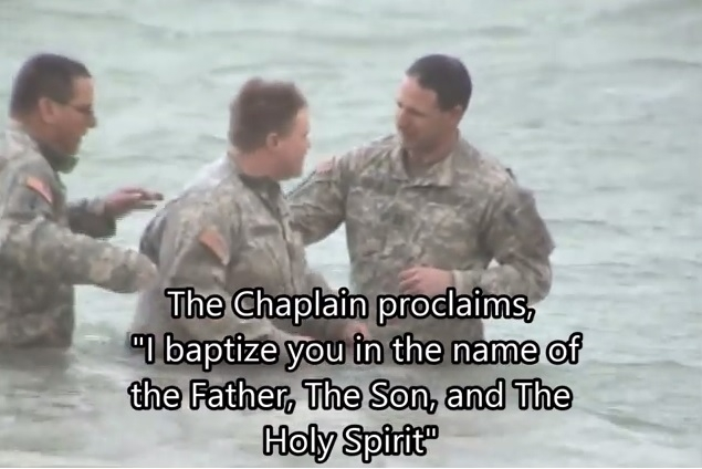 Soldado dos EUA se batiza no rio Eufrates e grava vídeo emocionante; assista