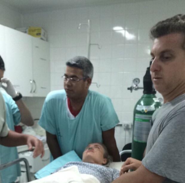 Angélica e Luciano Huck em atendimento no hospital