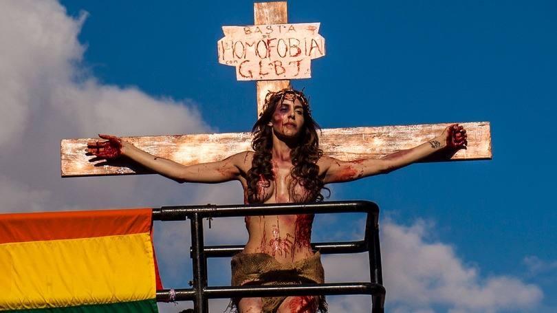 Léo Moura se revolta com Jesus crucificado na Parada Gay: 'Quanto deboche!'