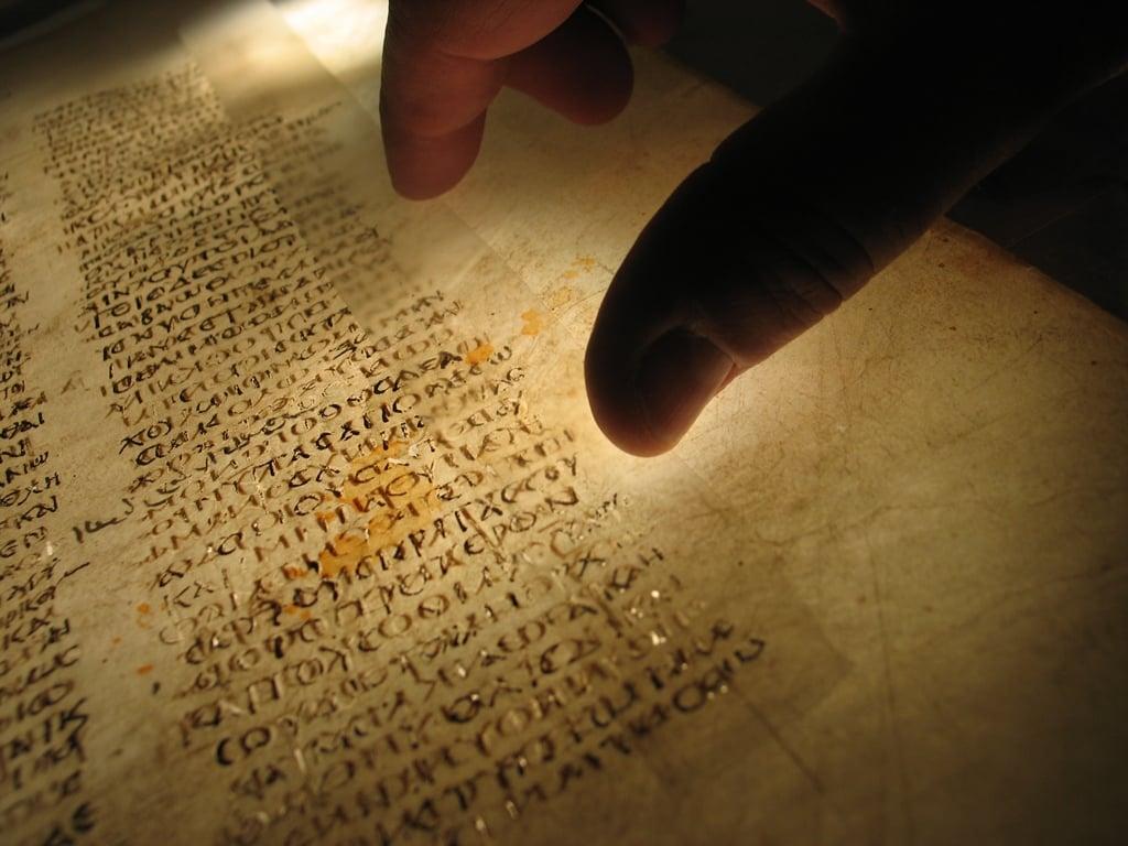 b237blia mais antiga do mundo estar225 em exposi231227o na inglaterra