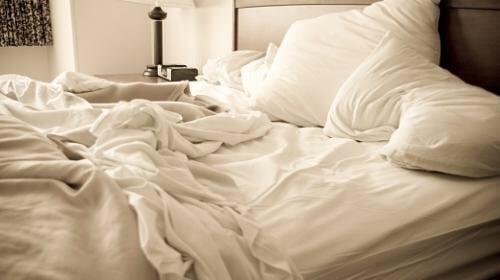 Pesquisa revela que deixar cama desarrumada pode ser bom para a saúde
