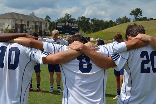 'Atletas de Cristo' reúnem jogadores do Clube de Regatas para orar nas concentrações