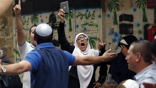 Palestinos confrontam israelenses durante Ano Novo judaico, na Esplanada das Mesquitas