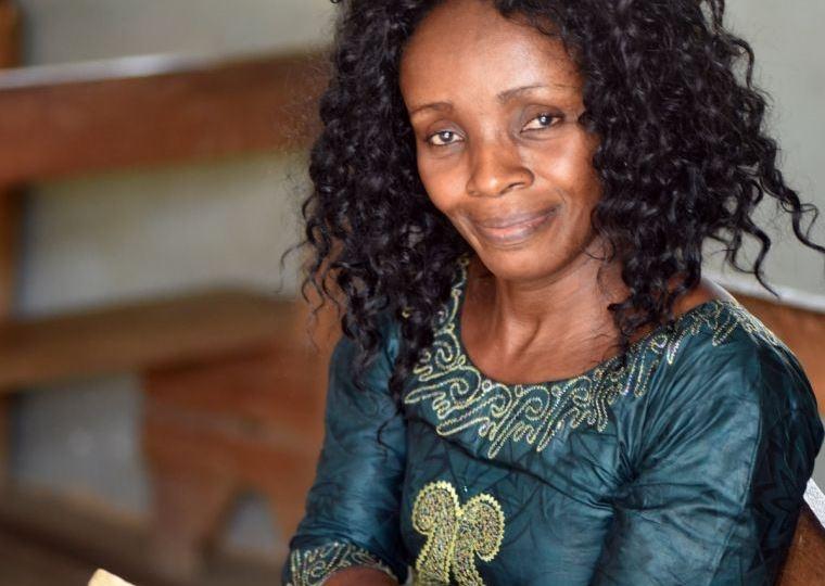 Mulher evangeliza crianças após ser impactada pela Bíblia, no Congo: